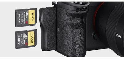 Sony-ILCE7Rm4ab-2-sloty.jpg